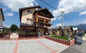 Guest house Mijic front