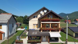 Guest house Mijic front air 4