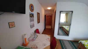 Mijic guest house room 2 hall